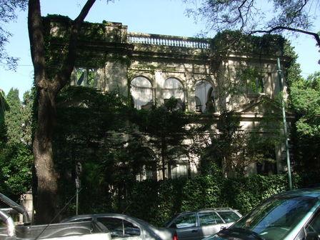 Ambassade dans la rue Ortiz de Ocampo