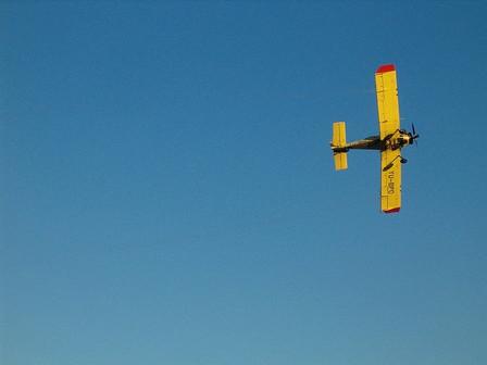 Avion iznad jezera Bubanj (c) by Aleksandar Urosevic http://www.flickr.com/photos/urke/302944906/
